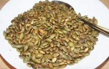 31. Opraženie tekvicových alebo slnečnicových semienok – doplnok k jedlu. Nasucho.