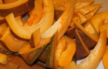 """9. Pokračoval krájaním zeleniny - vzniká POLARTA, ktorá vytvorí prirodzenú """"dynamiku"""" (vitalitu) jedla."""